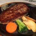 あさくま - ハンバーグは肉汁はほぼなく、肉の旨味は不足
