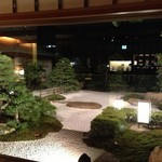 98287209 - 夜は庭園が美しい
