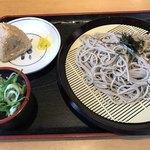 うどんウエスト - 料理写真:ざるそば=400円 かしわおにぎり=120円