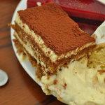 フランス菓子 オペラ座 - マルカポーネの濃厚さが際立つ。