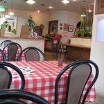 今日和 - チェックのテーブルクロスのかかったテーブル席が沢山です。