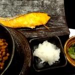 98292278 - 朝銀鮭定食ご飯普通盛に変更、納豆追加で