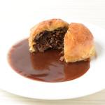 牛肉のサクサクパイ包み 赤ワイン煮ポルト酒のソース