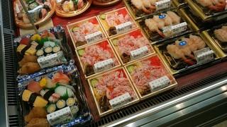 鮮魚 魚廣 福井西武店 - 店内の「かにちらし」群