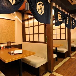 お席は1Fにテーブル、2Fに半個室あり!観光でのお食事に◎
