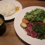 983079 - 牛タタキ定食