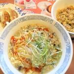 バーミヤン - 料理写真:酸辣湯麺+餃子・半チャーハンセット