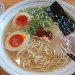 らーめん家MARU - 料理写真:赤丸煮玉子らーめん♪♪
