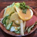 サンジェルマン - セット料理には、サラダとライスが付きます。