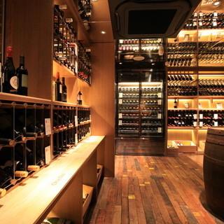 ワイン80種類以上、単品飲み放題は100分1980円でご用意