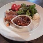 98313126 - 桜姫鶏の赤ワイン煮、赤魚と根菜の白ワイン蒸し
