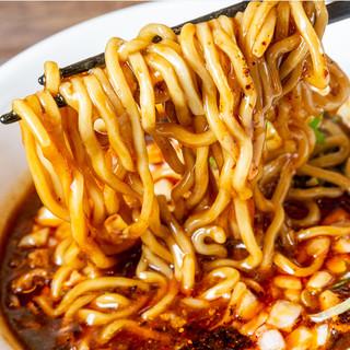 濃厚とろっとろ、旨辛ジャンクな麻婆麺