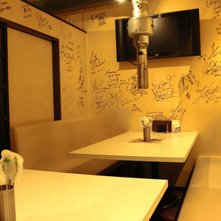お客様の居心地を最優先に*ソファで寛ぐ、洒落た落ち着き空間。