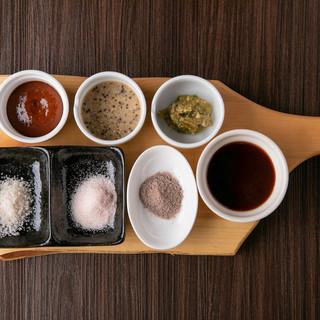 オリジナルの5種のステーキソースが人気です。