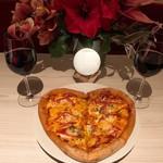 プラネタリウム BAR - 事前予約にてハート形ピザご用意致します。2000円となります。