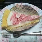 Cafe ぱんぷきん - 料理写真:ストロベリーレアチーズケーキ108円(通常180円+税)