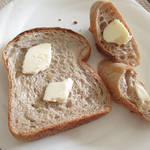 98324049 - 自家製粉の食パンです。1斤500円(外税)