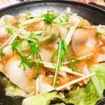 98329938 - 五品目                       「知床産ポークと琥珀エビスの陶板蒸し柚子味噌仕立て」