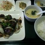 餃子厨房 福楽門 - 鶏唐揚げの黒酢あんかけ定食