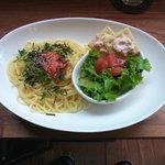ワールドブックカフェ - 明太子と大葉の和風スパゲッティ