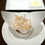 ビンゴ - 自家製パンに北イタリアの白トリュフで香り付けした玉子と白トリュフ