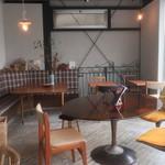 ツキ コーヒースタンド - 2階