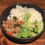 98352069 - ランチ(カレーフォー、ガパオ飯) ¥1,500 のガパオ飯