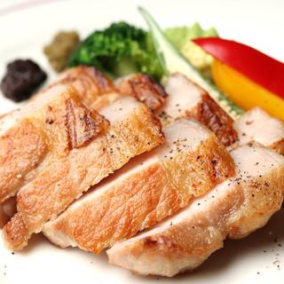 沖縄産「あぐー豚」や「やんばる若鶏」といった極上のお肉を堪能