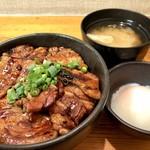炭焼豚丼 豚野郎 - 豚丼小500円、温玉100円、味噌汁100円