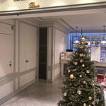 98360542 - 店先  クリスマスツリーがオサレ(^^)