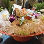 魚庵 千畳敷 - 鯛の活け造り 鯛が何より大好きなミミィ大興奮の一品♡