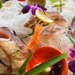 魚庵 千畳敷 - 薄造りは柚子胡椒とネギを巻いていただきましたが、これまた絶品♡