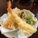 魚庵 千畳敷 - 天ぷら盛り合わせ 海老、舞茸、さつまいも、ししとう