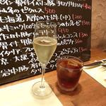 98363944 - エクストラドライ(800円)/ 自家製サングリア(700円)