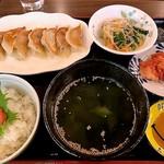 とと屋 餃子 - 焼き餃子定食(8個)