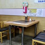 スタミナとん - テーブル席