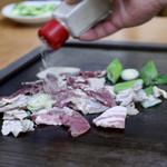 スタミナとん - 大将おまかせとん焼き(塩)調理中