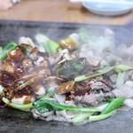 スタミナとん - 大将おまかせとん焼き(味噌)調理中