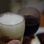 キッチン たか - 赤ワインと瓶ビール中瓶で乾杯♪