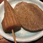 98373068 - 静岡黒おでん     鰹ダシ粉かけてみました!