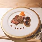 98373984 - 鹿児島県産ランプと白トリュフ。富有柿とクリームチーズ、キャビア