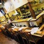 居間居酒屋 ハマヤマ - 店内奥にカウンター席がありますので、お一人でもお気軽にご来店ください。