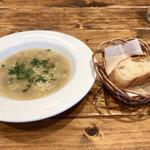 ティスカリ - 子羊サルシッチャと白いんげん豆のスープとパン
