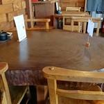 マジック×マレット - 切り株のようなテーブルもかわいい