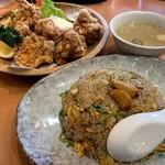 ラーメン縁屋 - 料理写真:にんにくチャーハン+鶏唐揚