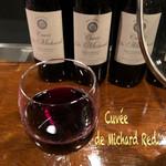 横浜スタイル カクテル&ワインBAR グラン・カーヴ - 飲み放題はカクテルからスピリッツ迄色々、生ビールの後はやっぱり赤ワイン♪ Cuvée de Michard Red(キュベ・ド・ミシャール レッド)は程よい重さで口当たりよく飲みやすいワインだった☆彡