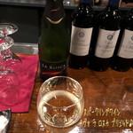 横浜スタイル カクテル&ワインBAR グラン・カーヴ - 赤ワインの他にも白ワイン、梅酒、スパークリングワインはカヴァ ラ ロスカ ブリュット、ジャックダニエルのハイボール、ラム・カンパリ・グレープフルーツJのカクテルと色々!特に赤ワイン美味しかったなぁ♪