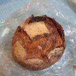 パンの店 ガッタン・ゴットン - プチライ麦パン(ドライトマト)