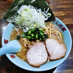 豚骨醤油ラーメン まじめ家 - 料理写真:豚骨醤油らぁめん(並)+ネギ