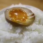 千寿 - 煮卵オンザライス